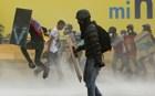 Βενεζουέλα: Διαδηλωτές περιέλουσαν με βενζίνη δημοσιογράφους