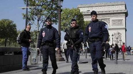 Γαλλία: Προφυλακίστηκε νεαρός για την επίθεση στη λεωφόρο των Ηλυσίων
