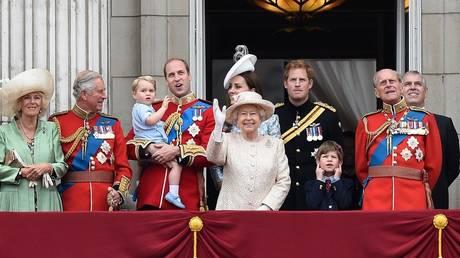 Γιατί η βασίλισσα Ελισάβετ έχει γενέθλια δύο φορές τον χρόνο;