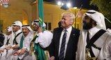 Γυάλισε το μάτι του Τραμπ: Δείτε τον να χορεύει παραδοσιακό αραβικό χορό με σπαθιά [vds]