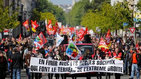Δύσκολη η πρώτη ημέρα για τον Γάλλο πρόεδρο – Ετοιμάζουν διαδηλώσεις