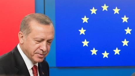 ΕΕ και Τουρκία συμφώνησαν σε χρονοδιάγραμμα για ανανέωση των διμερών σχέσεων