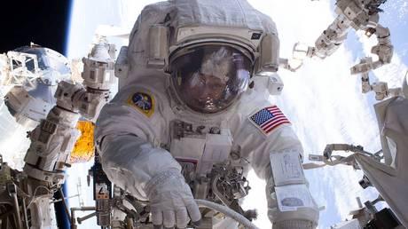Μια βλάβη βγάζει εκτός Διαστημικού Σταθμού δύο αστροναύτες