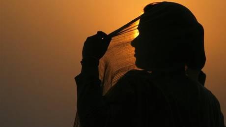 Νεαρή στην Ινδία έκοψε το γεννητικό όργανο του άνδρα που προσπάθησε να τη βιάσει