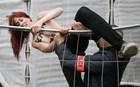 Οι γυμνόστηθες φεμινίστριες «χτύπησαν» σε εκλογικό κέντρο στη Γαλλία