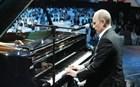 Ο Βλαντιμίρ Πούτιν έπαιζε πιάνο περιμένοντας τον Κινέζο πρόεδρο!