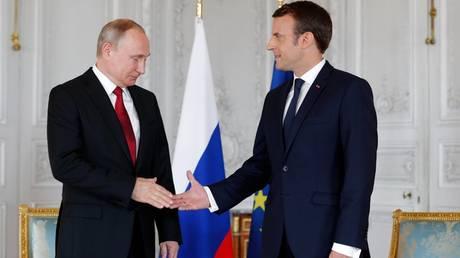 Ο Μακρόν υποδέχτηκε τον Πούτιν στο Ανάκτορο των Βερσαλλιών (pics)