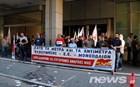 ΠΑΜΕ: Συμβολική κατάληψη στο υπουργείο Οικονομικών