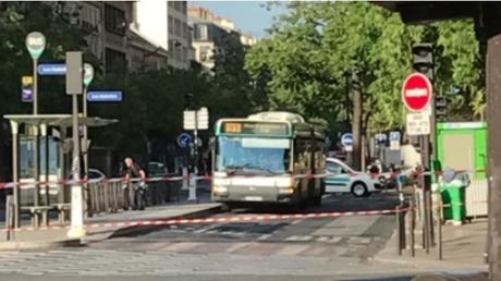 Παρίσι: Στα χέρια της αστυνομίας οι τρεις άνδρες που απειλούσαν να ανατινάξουν λεωφορείο (pics)