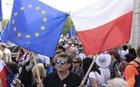Πολωνία: Χιλιάδες άνθρωποι στους δρόμους της Βαρσοβίας