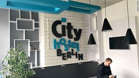 Προσέξτε που θα μείνετε στο Βερολίνο… Μπορεί να χρηματοδοτείτε την Β. Κορέα (pics)