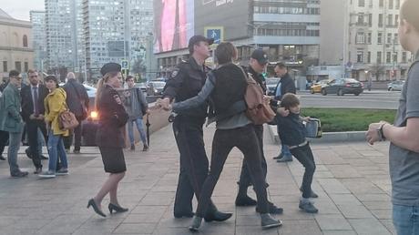 Ρωσία: Συνελήφθη 10χρονος που απήγγειλε ποιήματα στο δρόμο (vid)