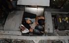 Στοίβαξαν απάνθρωπα 24 μετανάστες σε κρύπτη φορτηγού