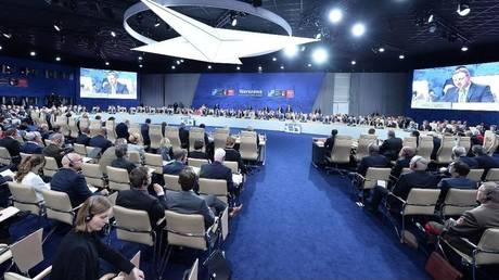 Τραμπ, Ερντογάν, Γιούνκερ, Τουσκ μαζί στο περιθώριο της συνόδου κορυφής του ΝΑΤΟ