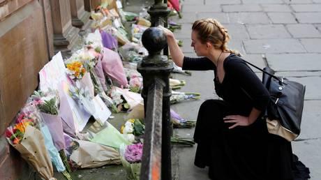 Τρομοκρατική επίθεση Μάντσεστερ: Θρήνος για το θάνατο της 8χρονης (pics)