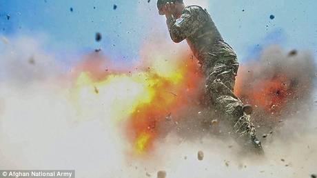 Φωτογράφος στο Αφγανιστάν κατέγραψε το θάνατό της…  (pics)
