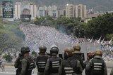 Χάος στη Βενεζουέλα: «Κάτω ο Μαδούρο!» – Χιλιάδες στους δρόμους, άγριες συγκρούσεις
