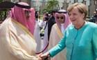 Χωρίς μαντήλα στη Σαουδική Αραβία η Μέρκελ