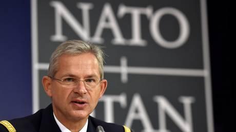 NATO: Η συμμαχία «πρέπει να εξετάσει το ενδεχόμενο» να ενταχθεί στον συνασπισμό κατά του ΙΚ