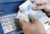 Yποχρεωτική από 1.6.2017 η καταβολή των αποδοχών από τους εργοδότες μέσω τραπεζικού λογαριασμού