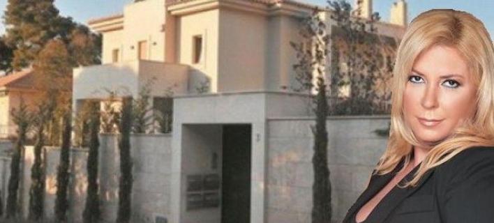 Κατηγορούν την Δήμητρα Λιάνη για βανδαλισμό κατοικίας