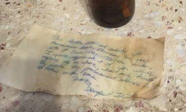 Βρήκε μήνυμα σε μπουκάλι μετά από 36 χρόνια και εντόπισε τον αποστολέα μέσω facebook