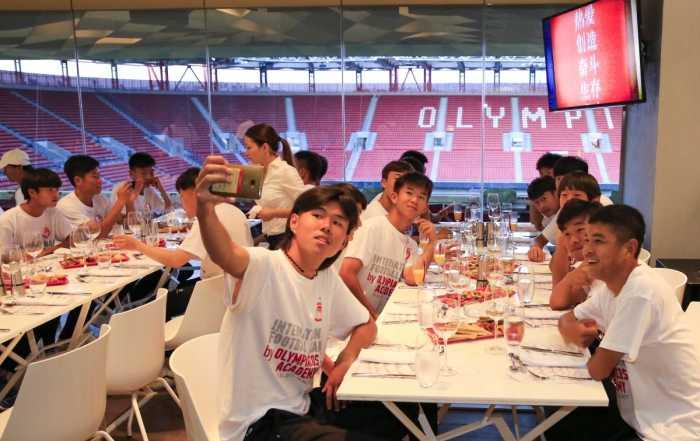 Δείπνο και φιλικό με την Beijing Enterprice FC U17
