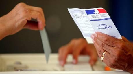 Εκλογές Γαλλία: Ο σαρωτικός Μακρόν φέρνει αλλαγές στα υπόλοιπα κόμματα