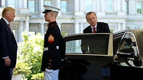 Εντάλματα σύλληψης από τις ΗΠΑ για τους σωματοφύλακες του Ερντογάν