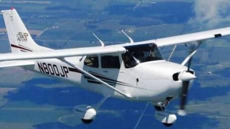 Η συγκλονιστική στιγμή που αεροσκάφος πέφτει σε αυτοκινητόδρομο (vids)
