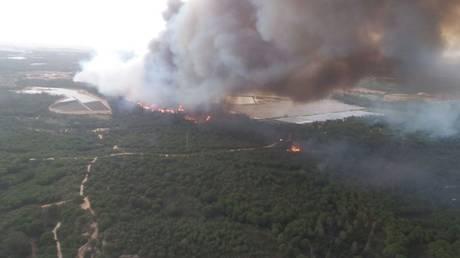 Ισπανία: Τεράστια πυρκαγιά καίει δάση – Εκκενώθηκαν σπίτια και ξενοδοχεία (pics&vid)