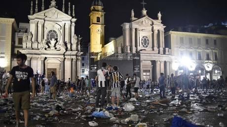 Ιταλία: Έχασε τη μάχη 38χρονη που ποδοπατήθηκε στο Τορίνο (pics)