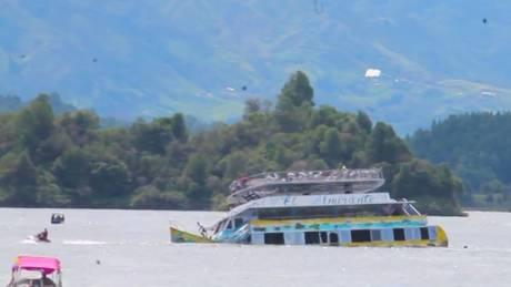 Κολομβία: Δραματικό βίντεο από τη βύθιση τουριστικού πλοίου