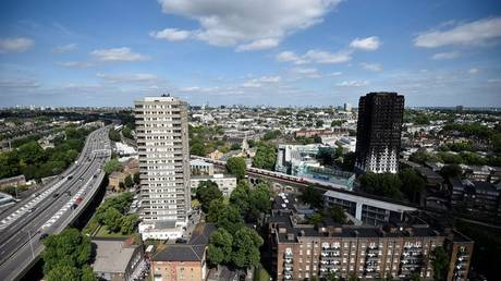 Λονδίνο: Απαντήσεις στα αποκαΐδια του πύργου ζητούν οι συγγενείς των αγνοουμένων