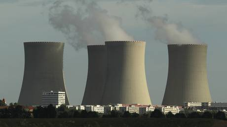 Ο διαγωνισμός… μπικίνι που «άναψε φωτιές» σε σταθμό πυρηνικής ενέργειας στην Τσεχία