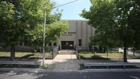 Πυροβολισμοί έξω από σχολείο στο Σικάγο – Τραυματίστηκαν δύο μαθήτριες