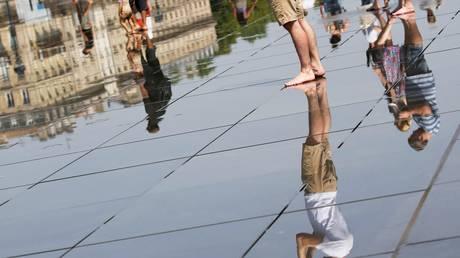 Στο «έλεος» του κύματος καύσωνα Ιταλία – Γαλλία (pics)