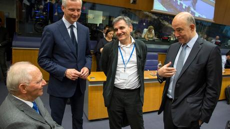 SZ: Το τρικ του Σόιμπλε στο Eurogroup – Η γραβάτα του Τσίπρα έμεινε στη ντουλάπα
