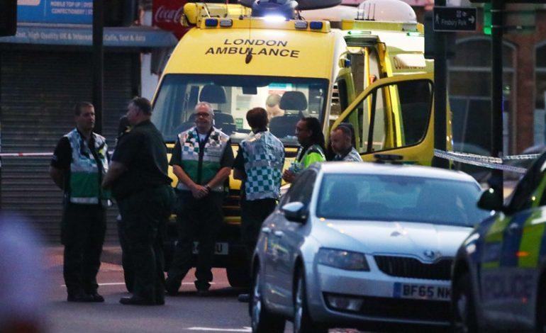 Τρόμος στο Λονδίνο: Φορτηγό έπεσε σε πεζούς [εικόνες] Τουλάχιστον ένας νεκρός.