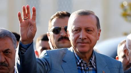 «Κεραυνοί» Ερντογάν για την πορεία της Δικαιοσύνης που σαρώνει τη χώρα