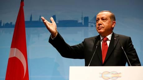 Ανεβάζει τους τόνους η Τουρκία – Ο Ερντογάν απειλεί εταιρείες που συνεργάζονται με την Κύπρο