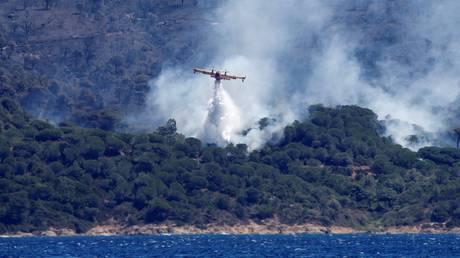 Εκτός ελέγχου η πύρινη λαίλαπα στη νότια Γαλλία (pics)