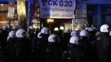 Επεισόδια στο Αμβούργο ενόψει της G20 – Συλλήψεις και τραυματίες αστυνομικοί (pics)