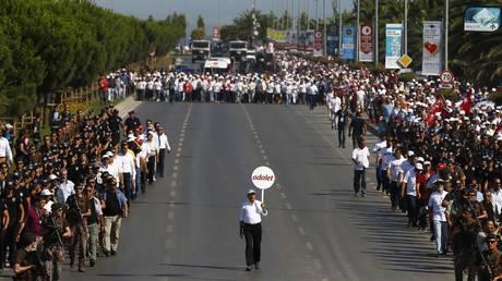 Η «πορεία της δικαιοσύνης» έφτασε στην Κωνσταντινούπολη ύστερα από 25 ημέρες (pics)
