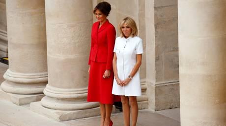 Η Μέλανια και η Μπριζίτ κάνουν βόλτα στο Παρίσι (pics)