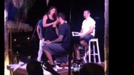 Ο Πρίντεζης ζήτησε σε γάμο την καλή του και είπε και ένα τραγούδι! (vid)