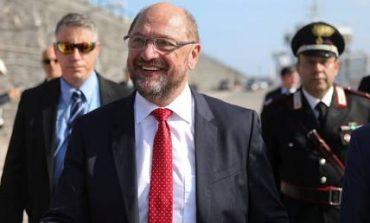 Ο Σουλτς απειλεί με οικονομικές κυρώσεις όσες χώρες δεν βοηθούν στο προσφυγικό