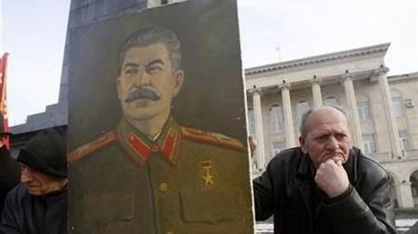 Ο Στάλιν «αποκαθηλώθηκε» από το Κρεμλίνο