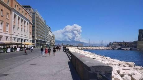 Ο στρατός αναλαμβάνει δράση στην Ιταλία για τις εκατοντάδες πυρκαγιές