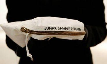 Πουλήθηκε το σακουλάκι με σεληνόσκονη του Νιλ Άρμστονγκ